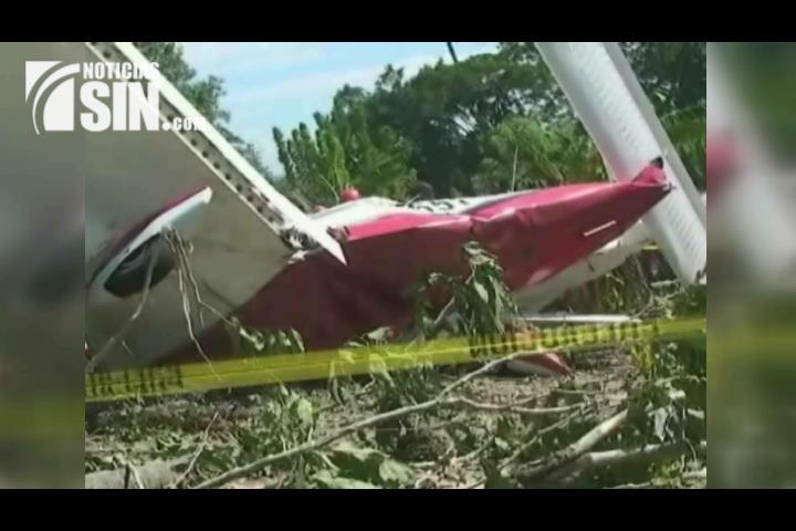 Mueren tres personas al estrellarse avioneta en Santiago