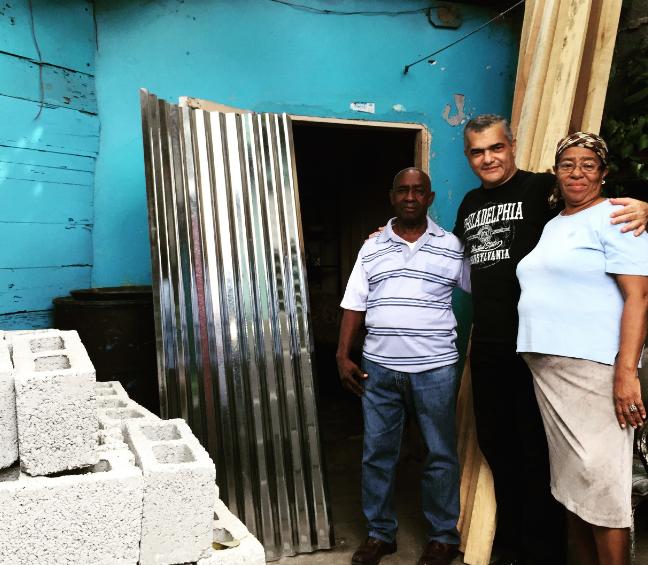 Diputado Carlos Gabriel dispone reconstrucción de cien casas en Villa Duarte