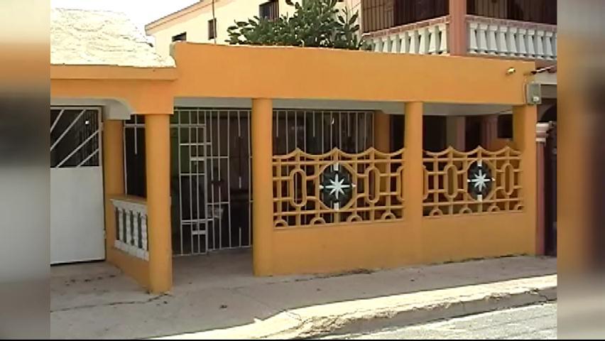 Hombres con uniformes de la DNCD roban RD$200 mil en casa de pastor
