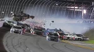 Impactante accidente en NASCAR deja al menos 13 heridos y 4 vehículos destruidos