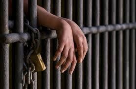 Recluso cae abatido y dos logran escapar mientras eran trasladados a cárcel de Azua