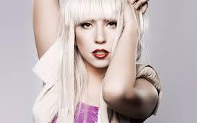 Compañía de cosméticos utiliza a Lady Gaga para redefinir el concepto de belleza