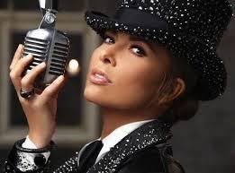 Gloria Trevi canta con una doble perspectiva en su disco