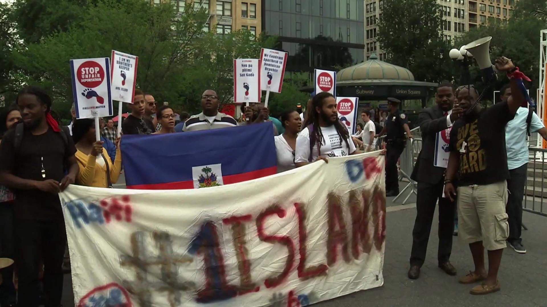 Haitianos se manifiestan en Manhattan contra regulación de extranjeros en RD