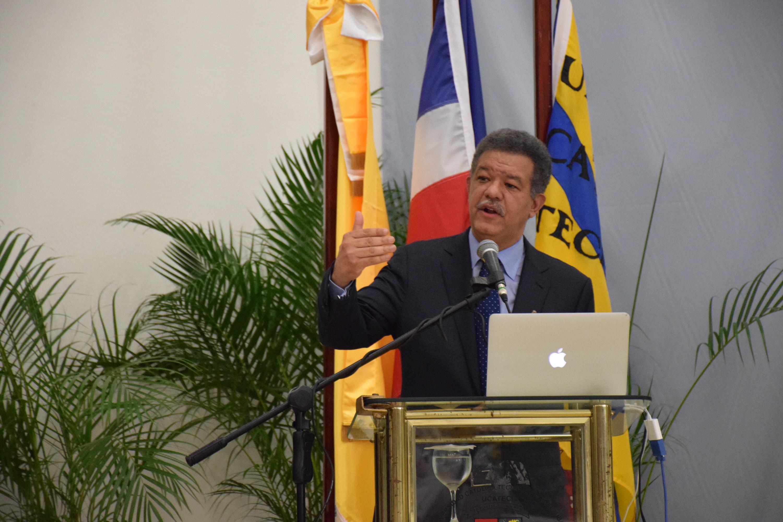 Leonel Fernández dicta conferencia magistral en congreso sobre innovación