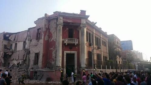 Un muerto y 10 heridos en explosión frente al consulado italiano en El Cairo