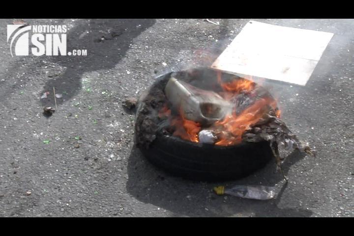 Arde Capotillo por falta de agua y otros servicios sociales