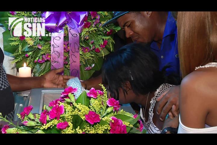 Velan restos de esposos supuestamente asesinados por su ex yerno