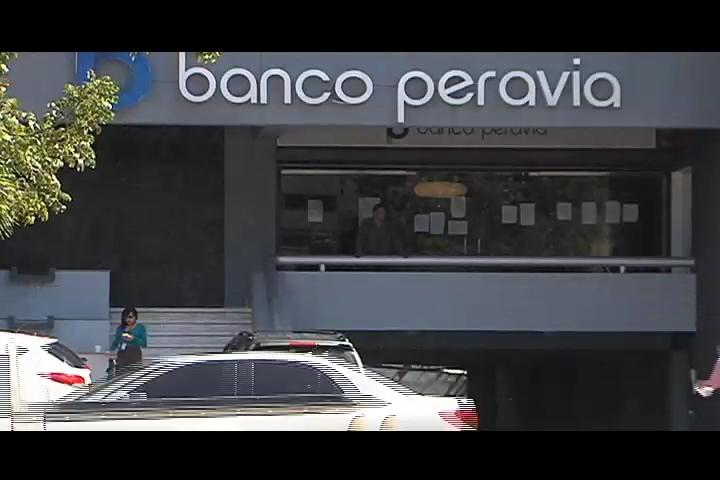 Miles de millones de pesos esfumados por ejecutivos del Banco Peravia