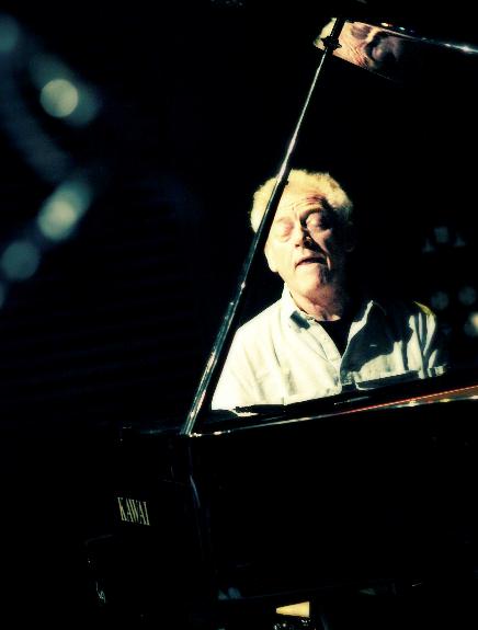 Muere el pianista John Taylor tras sufrir un infarto cuando actuaba en Segré