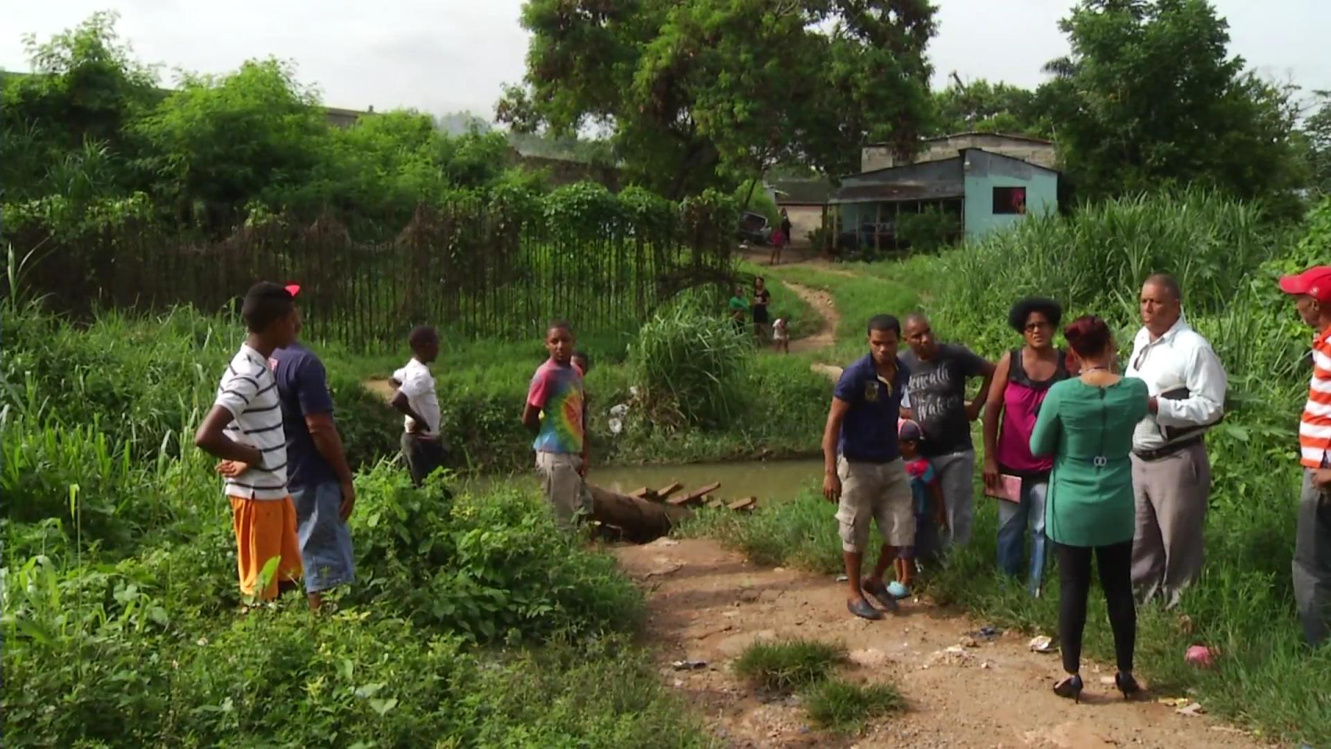 Residentes del Nuevo Amanecer temen quedar incomunicados por falta de un puente