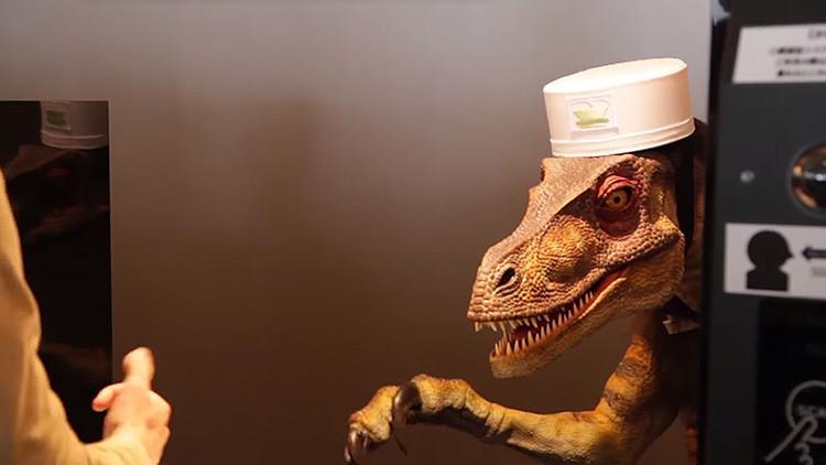 Abren hotel extraño en Japón; un robot dinosaurio es quien te recibe