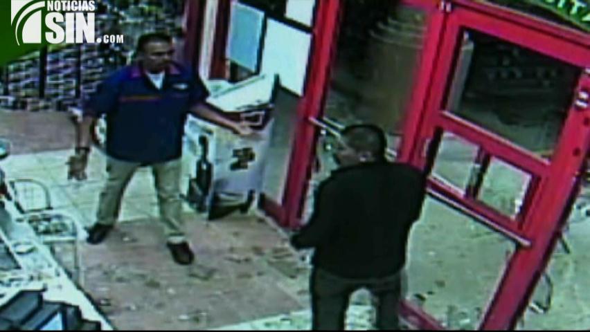 Cámaras captan robo en una tienda