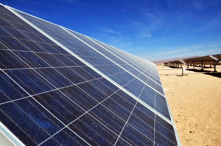 China inicia la construcción de central de energía solar en desierto de Gobi
