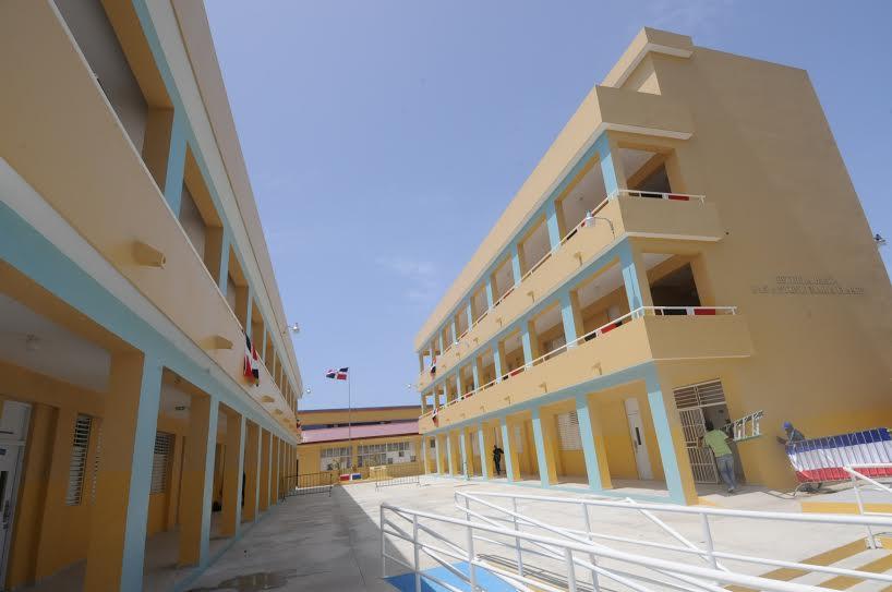Presidente Medina inaugura dos centros educativos en Puerto Plata