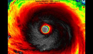 Captan el ojo del poderoso huracán Soudelor aproximándose a Taiwán