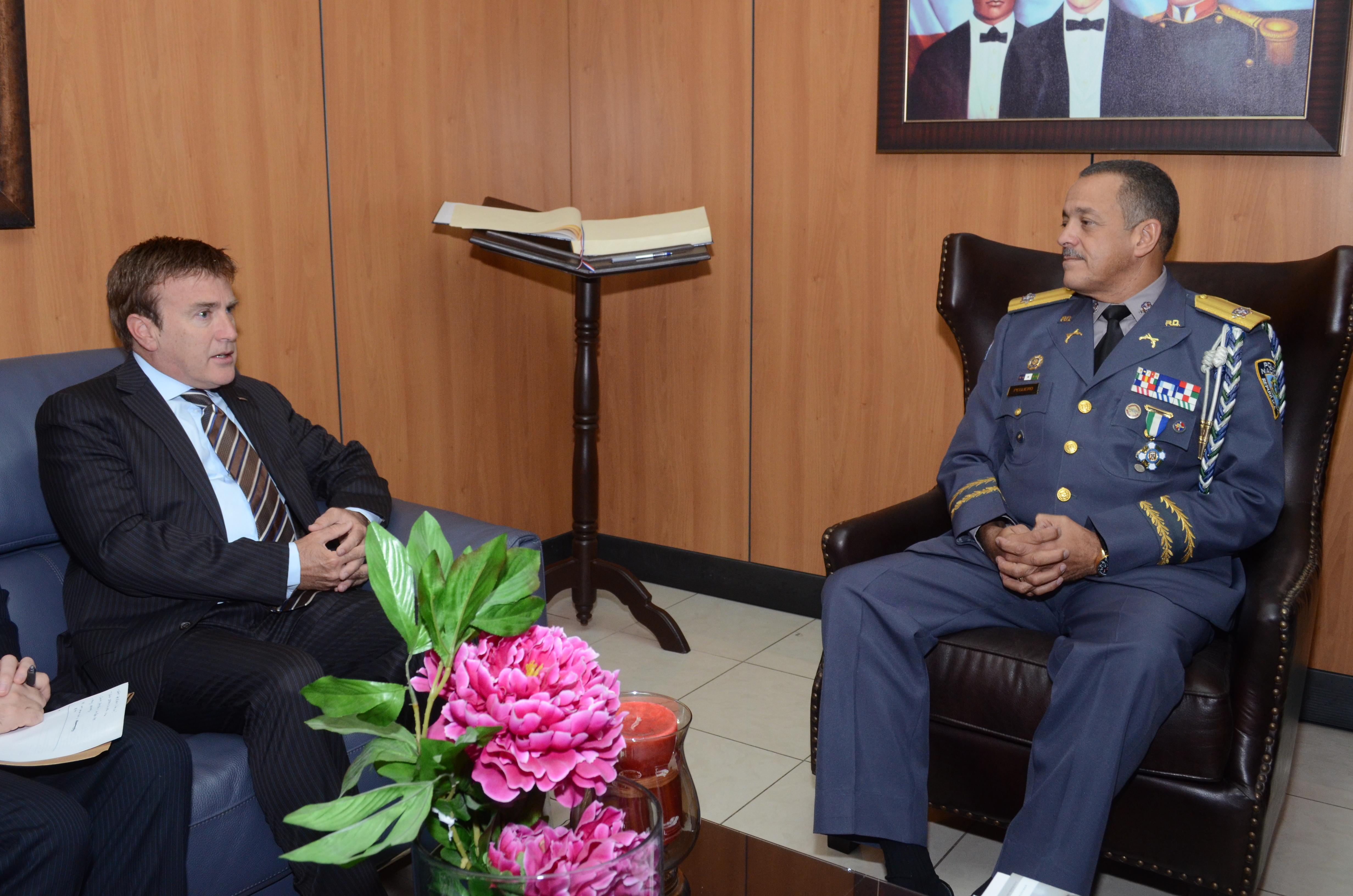 Embajador de EEUU visita Jefe PN y reafirma lazos de cooperación