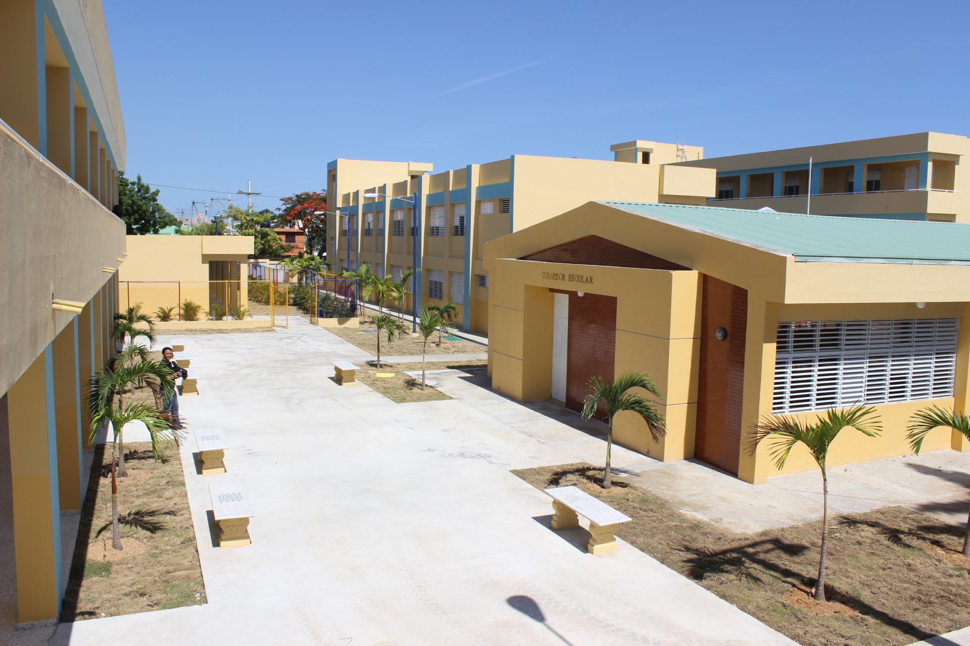 Danilo Medina inaugura escuela de Básica y estancia infantil en Los Tres Brazos