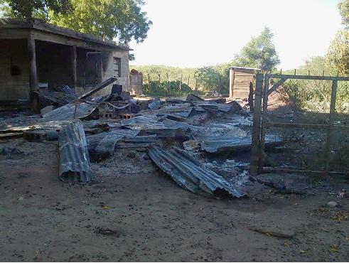 Personas no identificadas queman casa donde residían haitianos en Montecristi