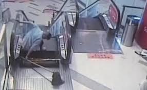 Otro accidente en escalera eléctrica deja trabajador sin pie