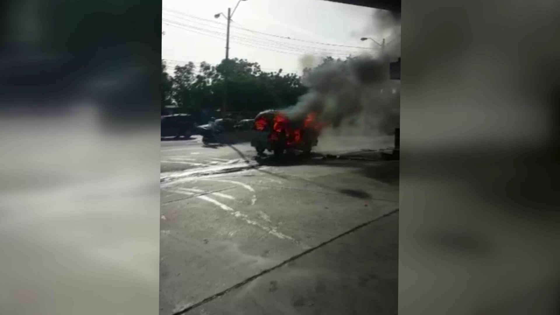 Cinco heridos en explosión de tanque de gas de minibús del transporte público