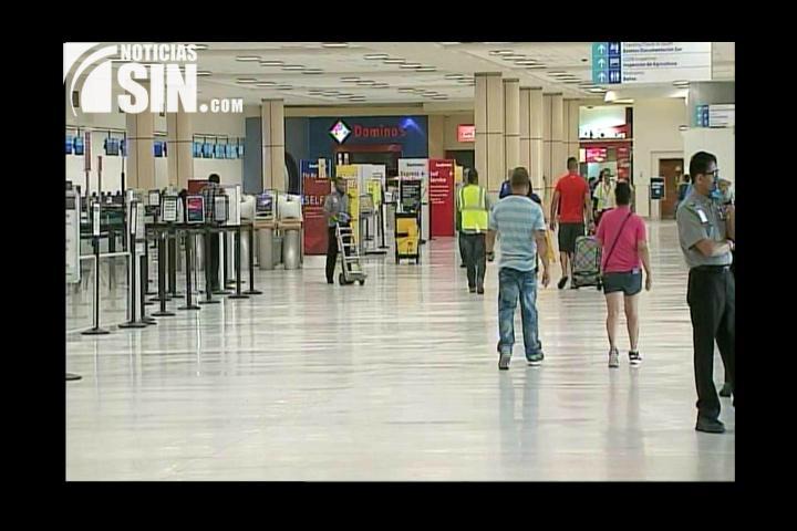 Puerto Rico toma medidas de precaución en aeropuerto por paso de Erika