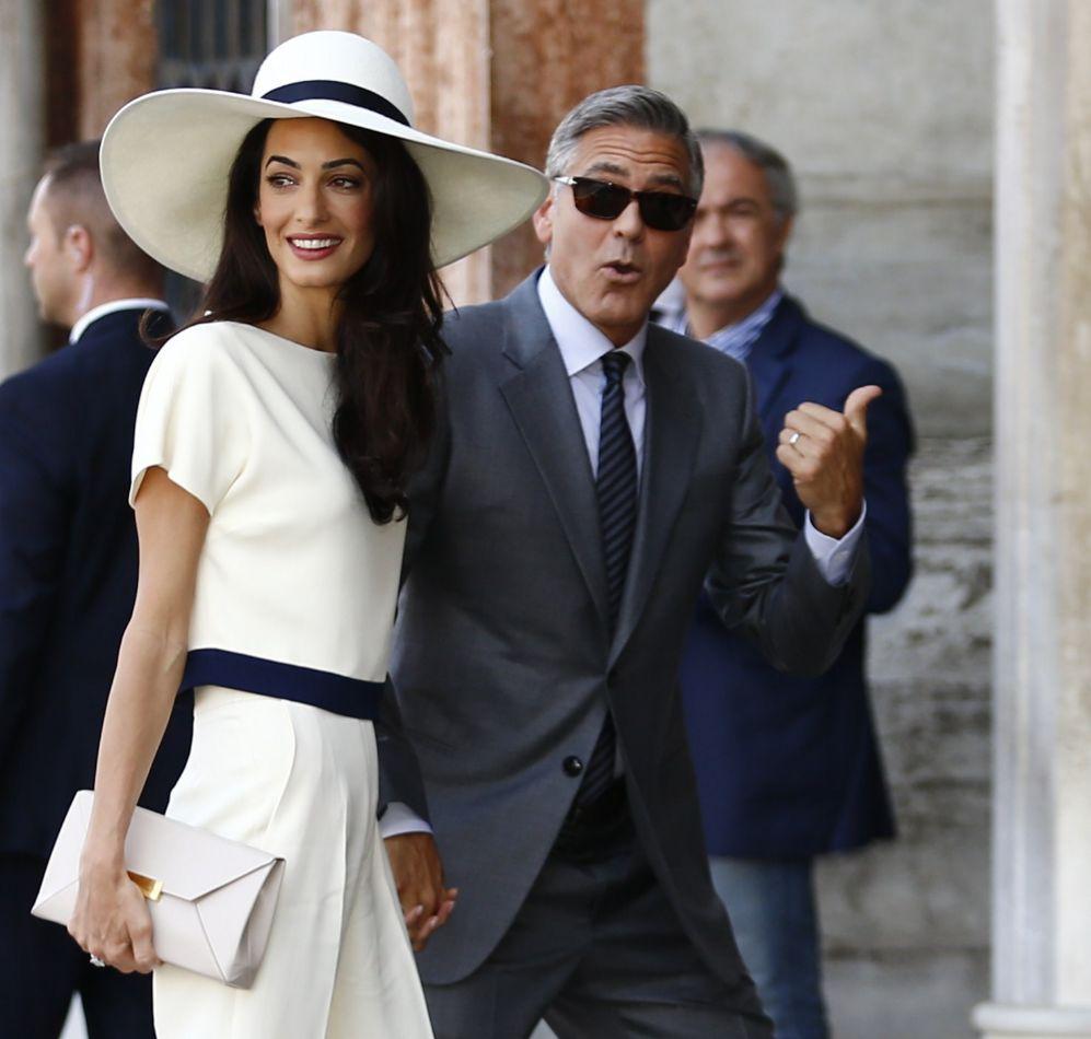 Ministro de justicia británico realiza acusación contra esposa de George Clooney