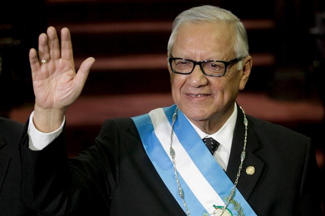 El presidente de Guatemala vota y pide a la ciudadanía defender la democracia