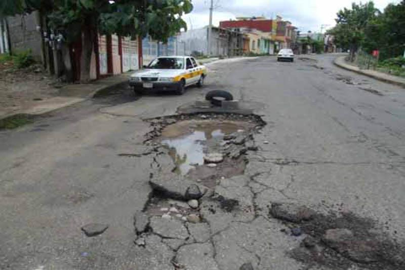 Moradores de la Isabelita del Café de Herrera reclaman arreglo de calles