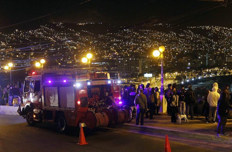 Se eleva a tres muertos tras sismo, siete heridos graves y fuertes daños materiales en Chile