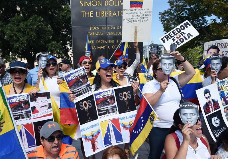 Miles de venezolanos se movilizan en apoyo a López y en rechazo al Gobierno