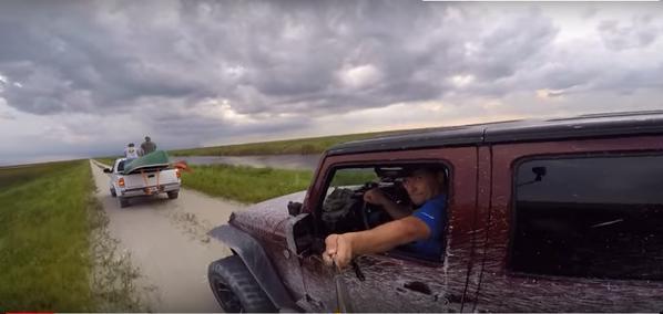 Hombre se accidenta mientras se hacía un 'selfie' conduciendo