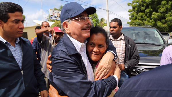 Danilo Medina realiza visita sorpresa en Vicente Noble