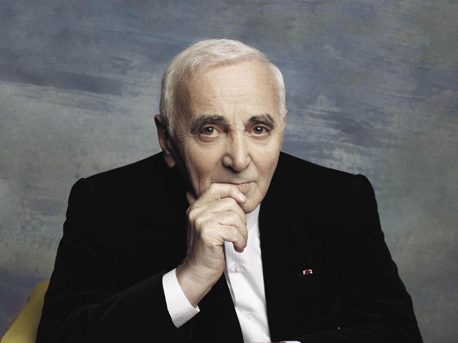 El cantante francés Charles Aznavour, dispuesto a acoger migrantes en su casa