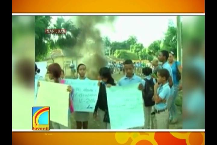 Alumnos protestan en reclamo de la terminación de una escuela en la comunidad La Jagua