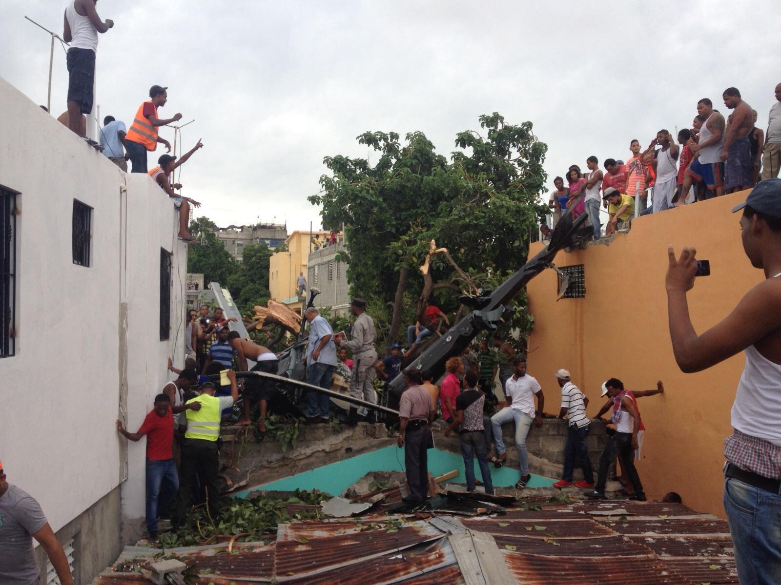 Cae helicóptero en barrio Maquiteria; piloto resulta herido
