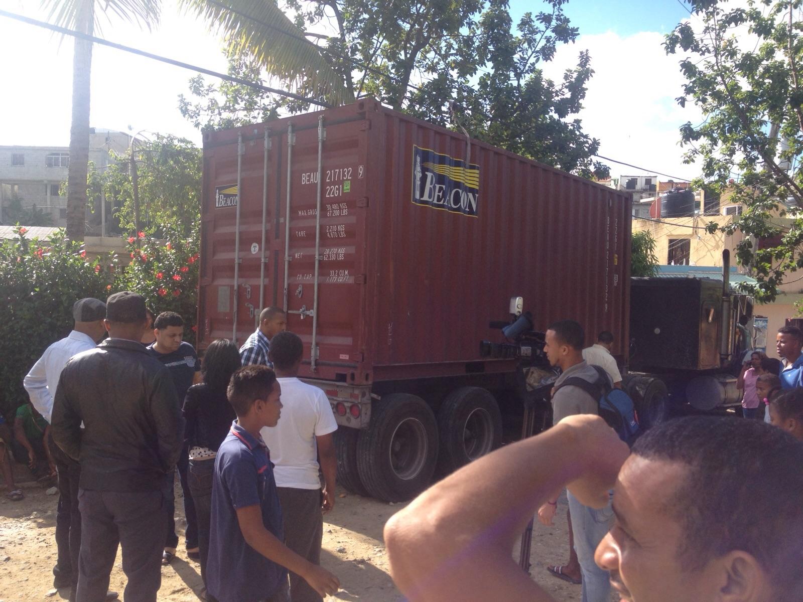 Abandonan furgón de un sindicato de Boca Chica