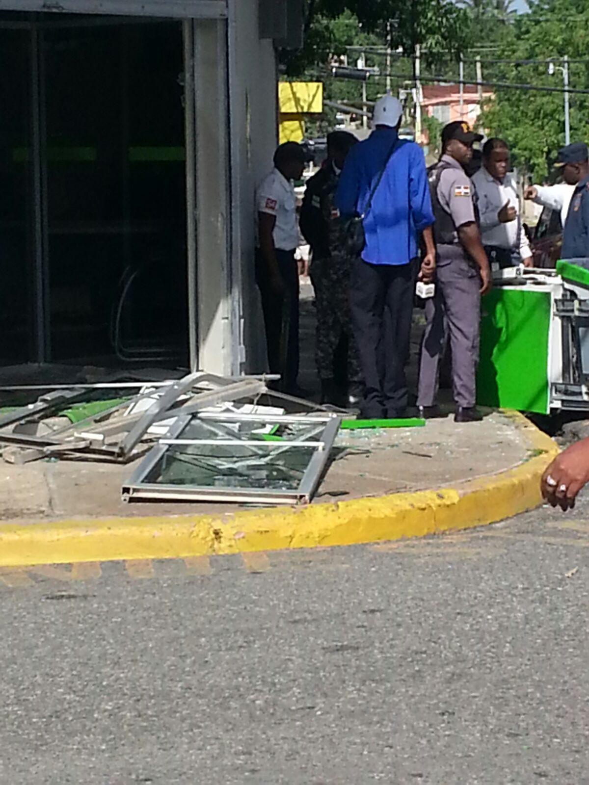 Asaltan sucursal del Banco BHD en Monte Plata; delincuentes amordazaron seguridad