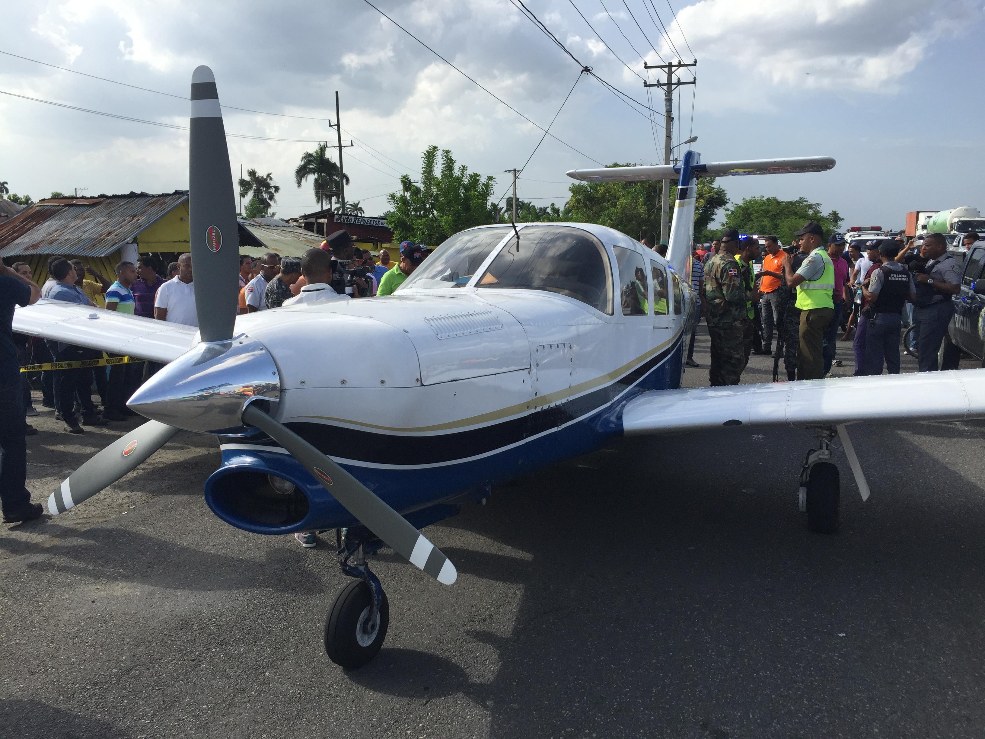 Aeronave aterriza de emergencia en autopista Duarte