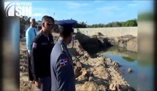 Continúa investigación de jóvenes murieron al caer en escavación en Dajabón