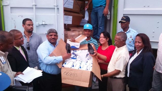 MINERD entregan 14,602 kits escolares en moca