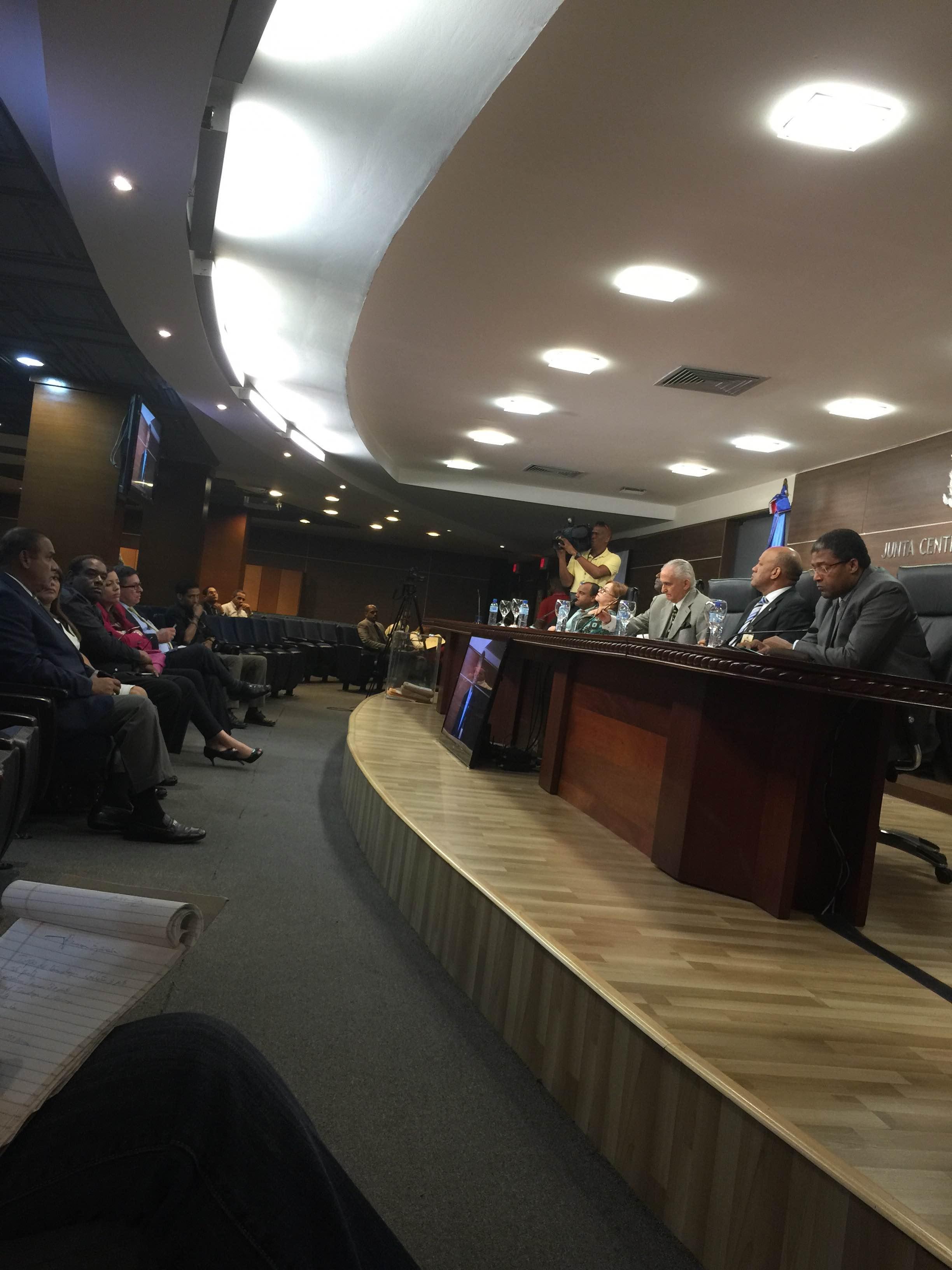 JCE recibe propuestas económicas para equipos escrutinios de elecciones 2016