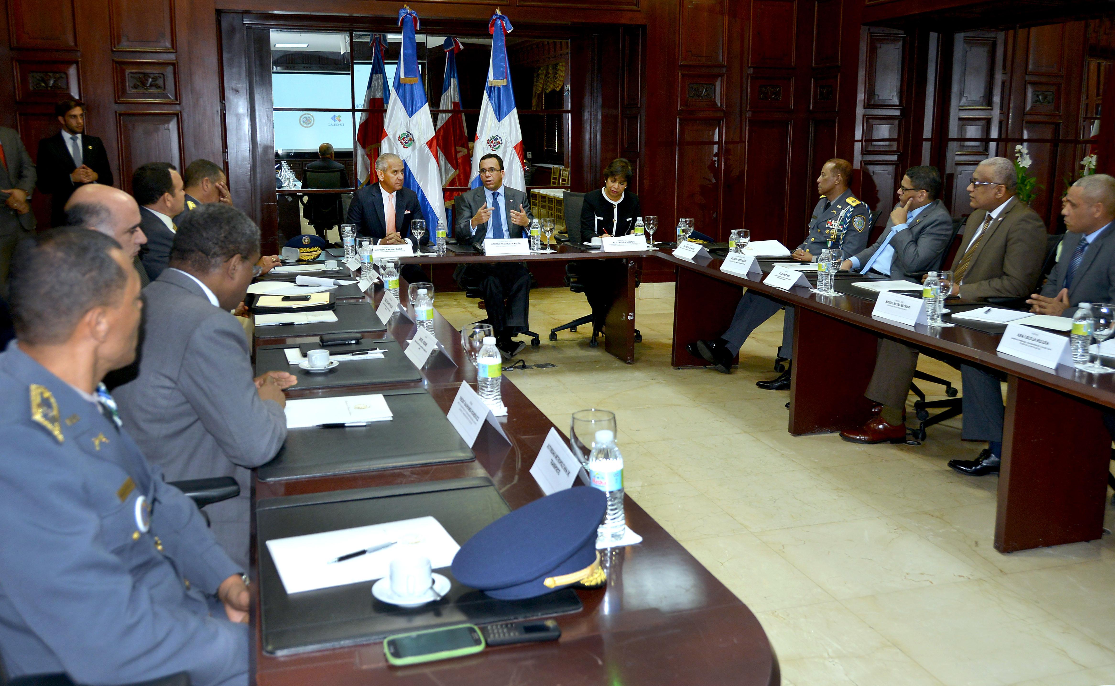 Navarro coordina preparativos para asamblea de la OEA y cumbre CELAC en RD