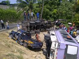 Accidente deja un muerto y tres heridos en la Autopista Duarte