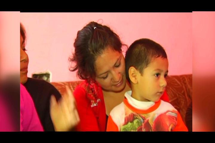 ¡25 años después! Mujer se reencuentra con sus padres