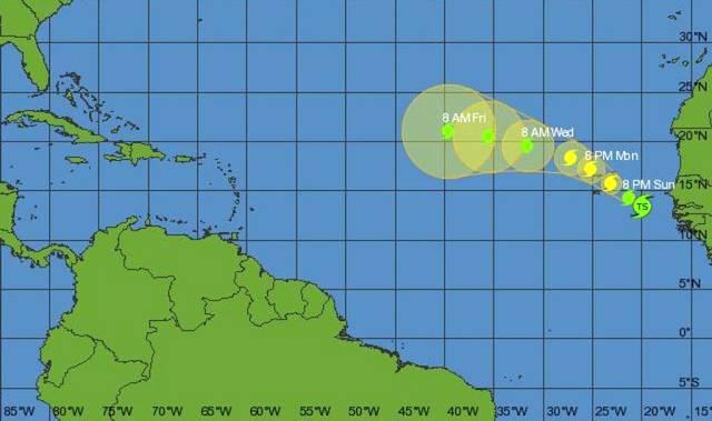 La debilitada tormenta Fred se resiste a degradarse en el Atlántico
