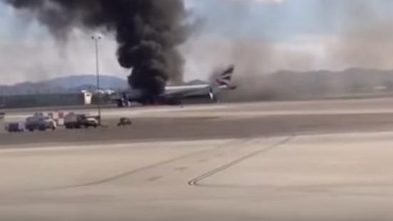 Avión comercial se incendia en tierra en Las Vegas sin causar heridos graves