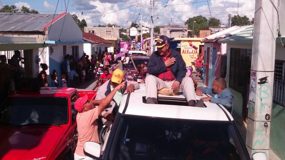 Diloné Ovallesrealiza multitudinaria caravana en Moca