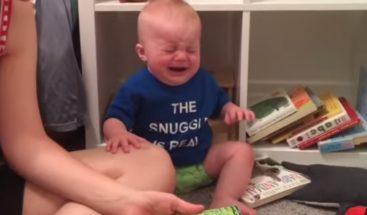 ¡Conmovedor! Bebé llora cada vez que terminan de leerle un cuento