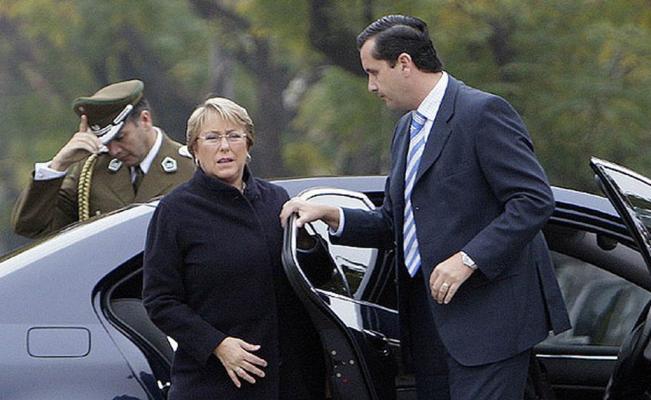Roban armas y equipos a escoltas de Michelle Bachelet en Chile